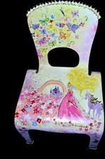 stolicku som malovala pre nasu princeznu do jej kralovstva krivych zrkadiel  :)