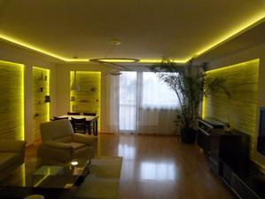 niečo podobné ako tento strop by som chcela do obývačky len bez podsvietenia z bodovymi svetlami a v stede luster