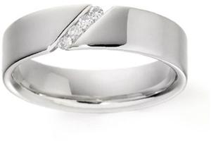 Janka a Majko 1. maj 2009 - Moj diamantovy prsten, v skutocnosti je este krajsi, odfotim, ked budu obidva...