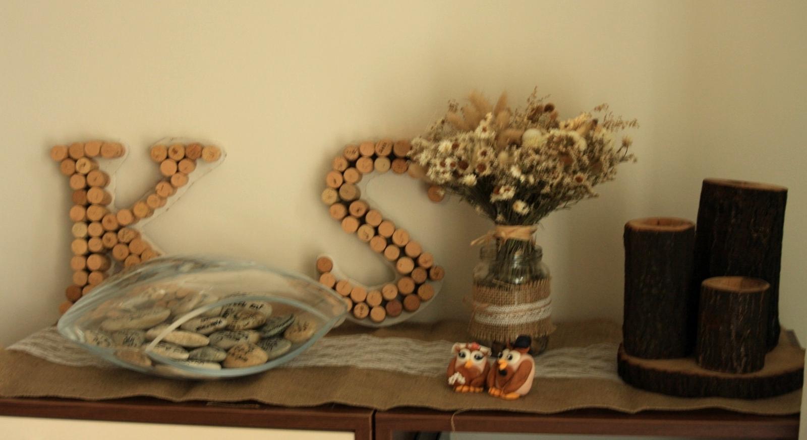 Dneska som nam vytvorila v byte svadobny kutik z nasej vyzdoby, uz len doplnit fotkou a bude to dokonale :) - Obrázok č. 1