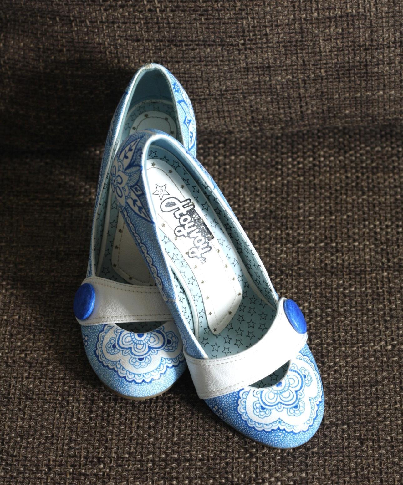 Svadobné a iné ručne maľované topánky - som si nakreslila ku satam na svadbu kamaratov