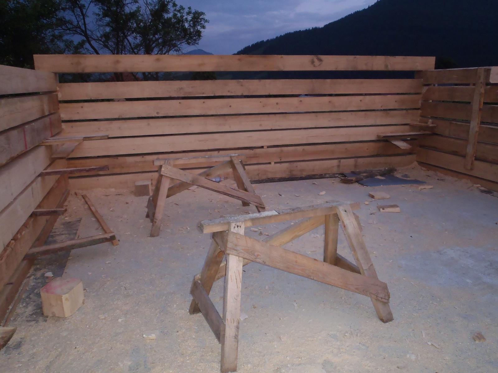 Náš veľký sen o drevenom domčeku! - Na tejto stene bude telka a krb