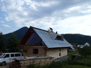 Aj najmenší pracant na vrchole strechy