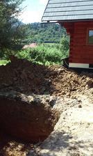 a túto kopu som sama vlastnonožnoručne rozhádzala a upravila terén