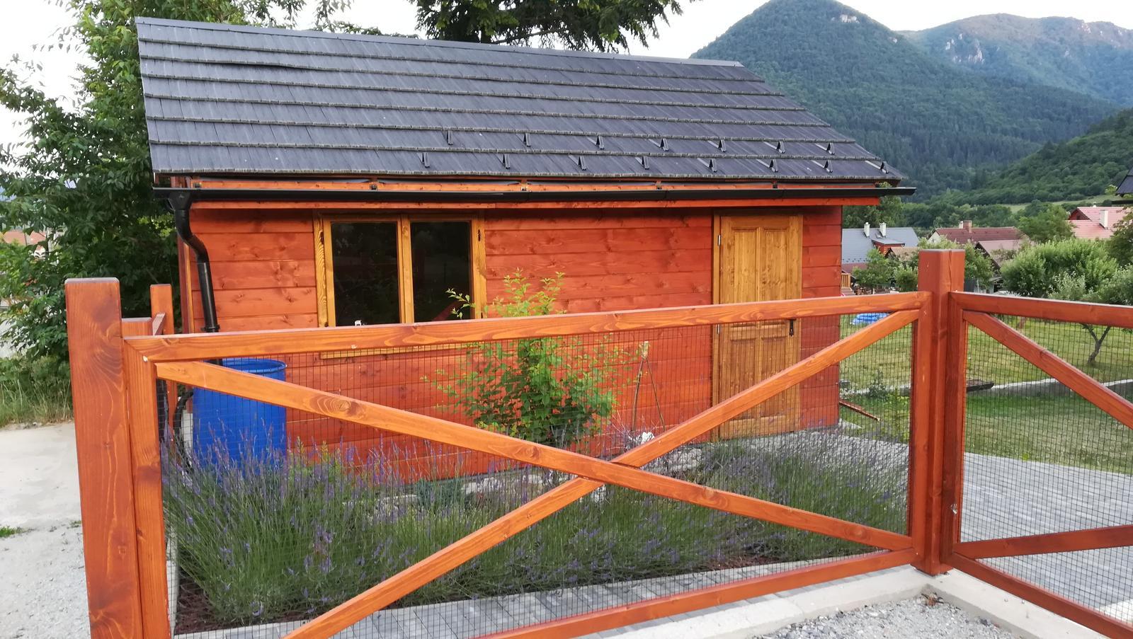 Drevený dom - drevená garáž - Obrázok č. 29