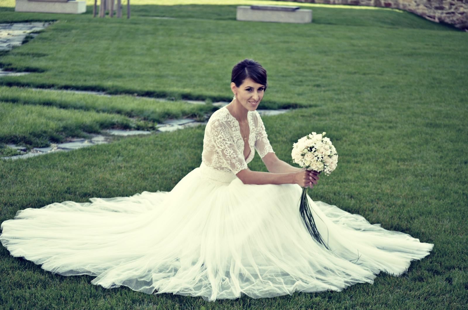 1e1437ee6a15 Kde sehnat tyto svatební šaty  - - Svatební šaty