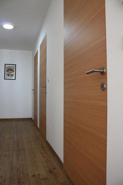Dvere a soklové lišty zarovno so stenou - Obrázok č. 7