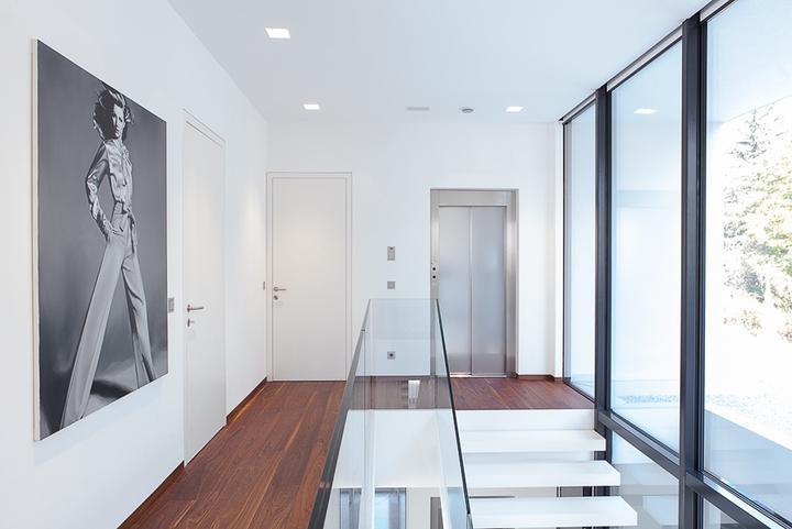Dvere a soklové lišty zarovno so stenou - Obrázok č. 8