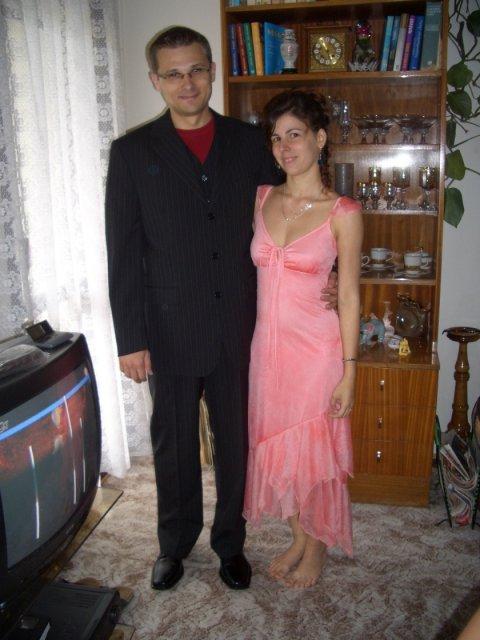 Lenka a Richard - naše prípravy - Moje šaty po polnoci.... to sme sa tak narýchlo obliekli. :-p
