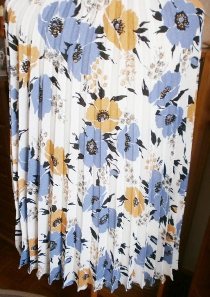 Plisovaná sukně v midi délce - Obrázek č. 2