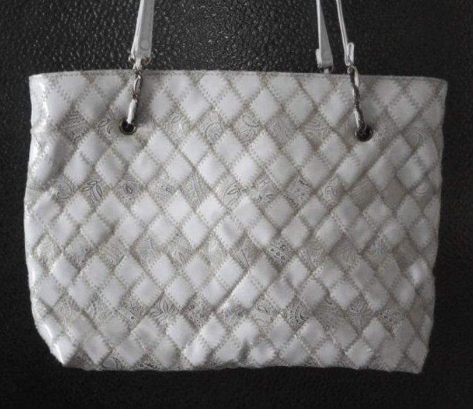 Větší bílá + zlatá kabelka  - Obrázek č. 1