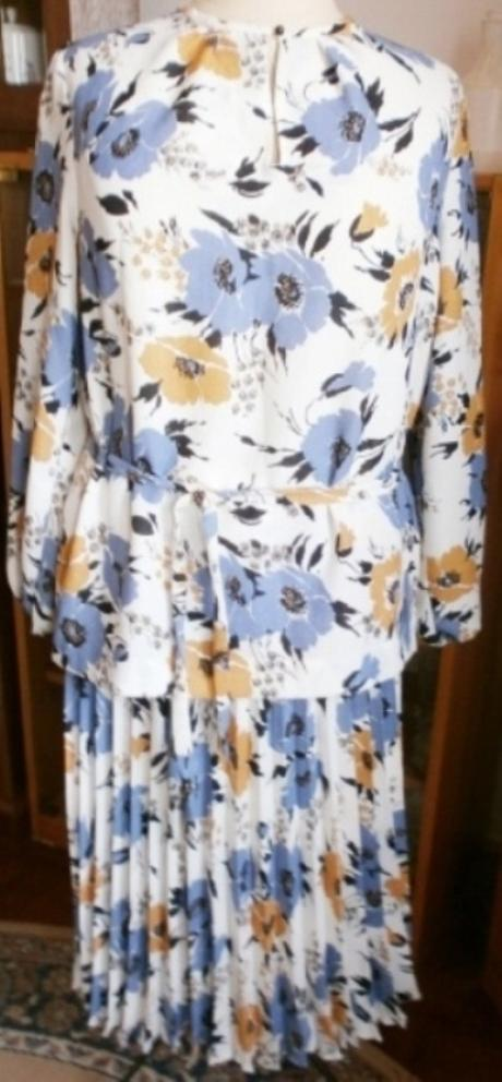 Šaty dvoudílné s plisovanou sukní - Obrázek č. 2