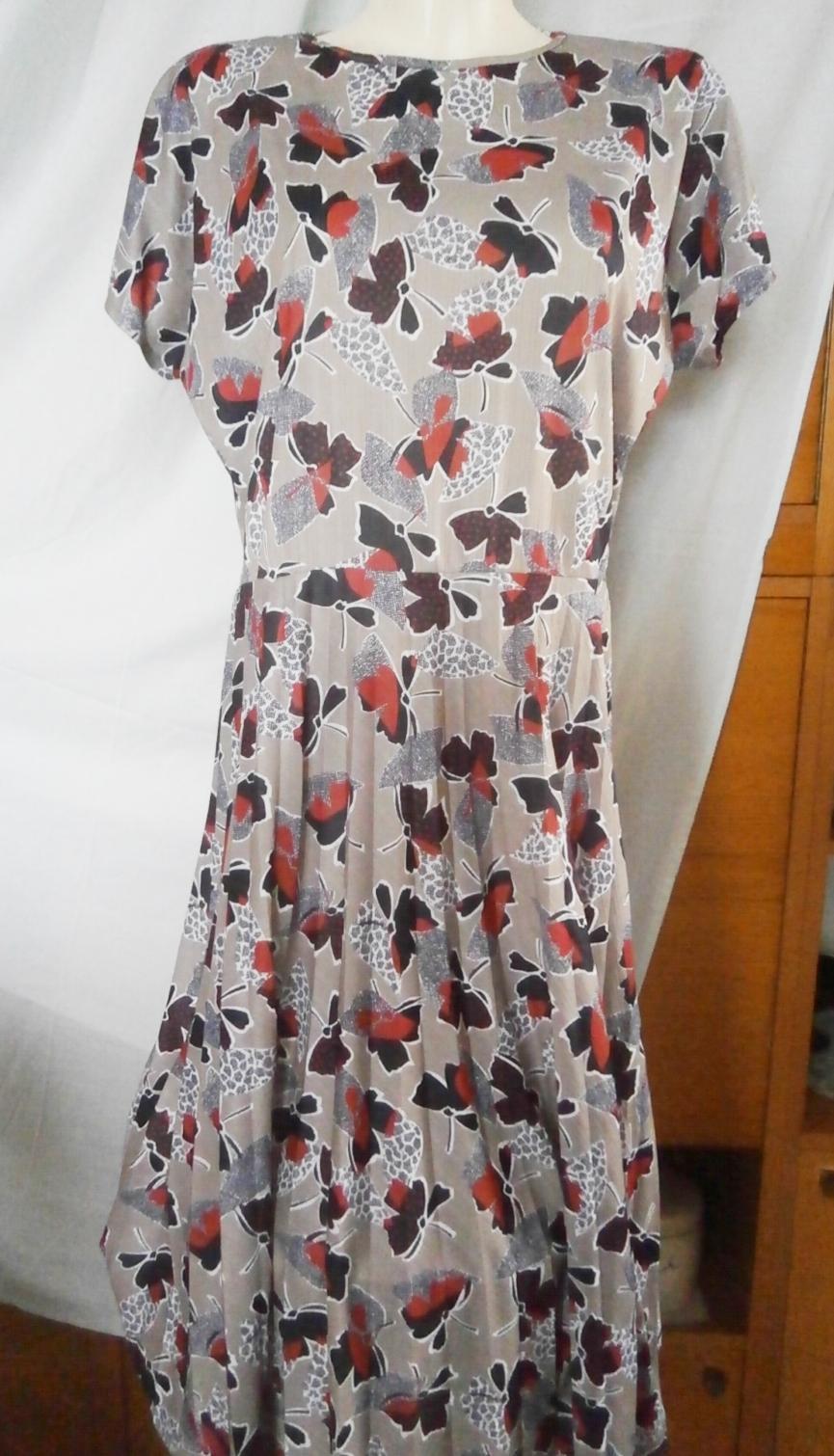 Šaty s plisovanou sukní - Obrázek č. 1