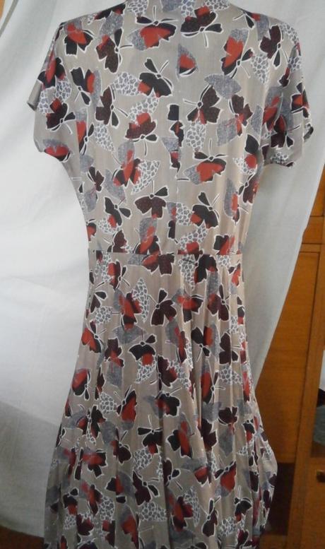 Šaty s plisovanou sukní - Obrázek č. 2