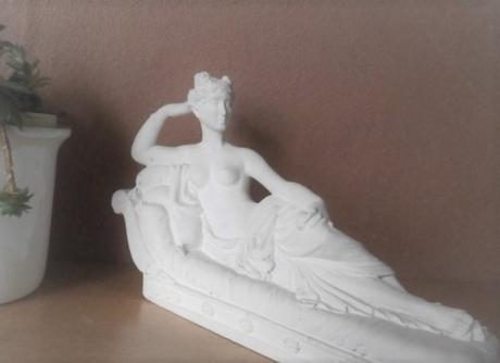 Soška ležící dámy - Obrázek č. 1