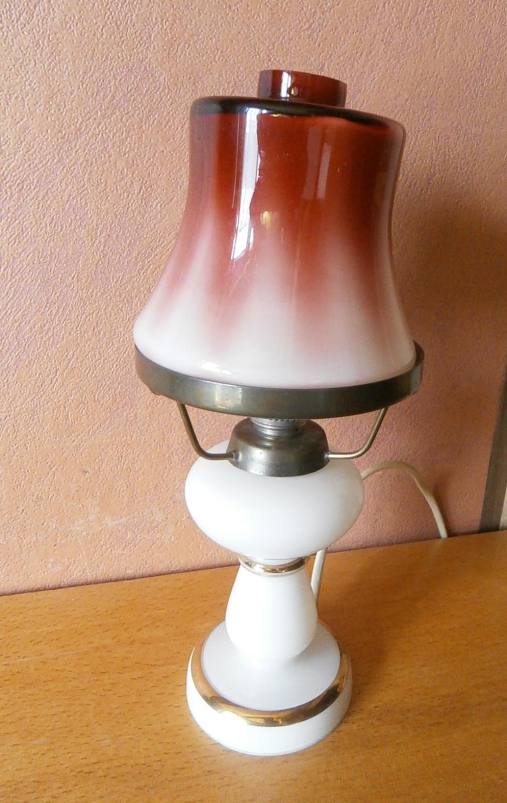 Stolní elektrická lampička petrolejka - Obrázek č. 1