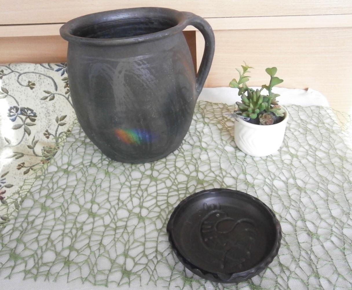Černá nádoba z keramiky - Obrázek č. 1