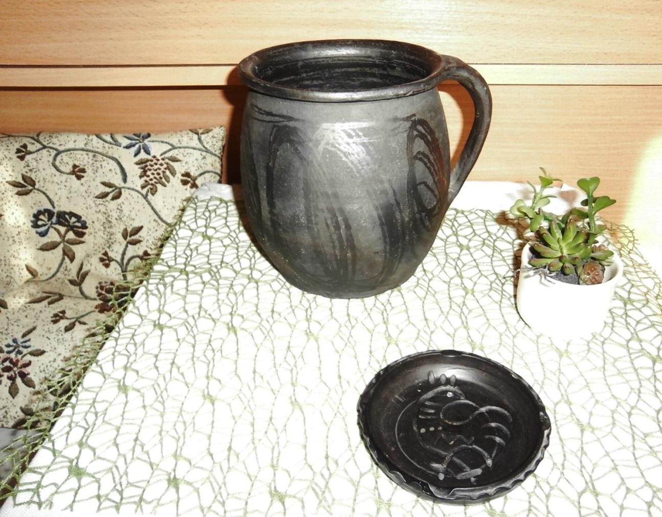 Černá nádoba z keramiky - Obrázek č. 3