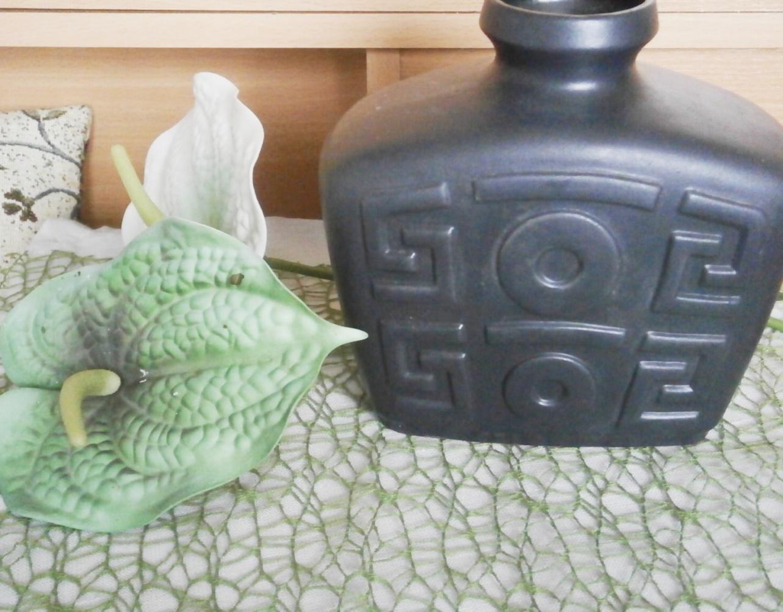 Keramická černá váza - Obrázek č. 1
