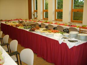 tak takhle vypadaly stoly, stálo to práci, ale výsledek stál za to