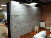 Nová zeď v showroomu v Brně