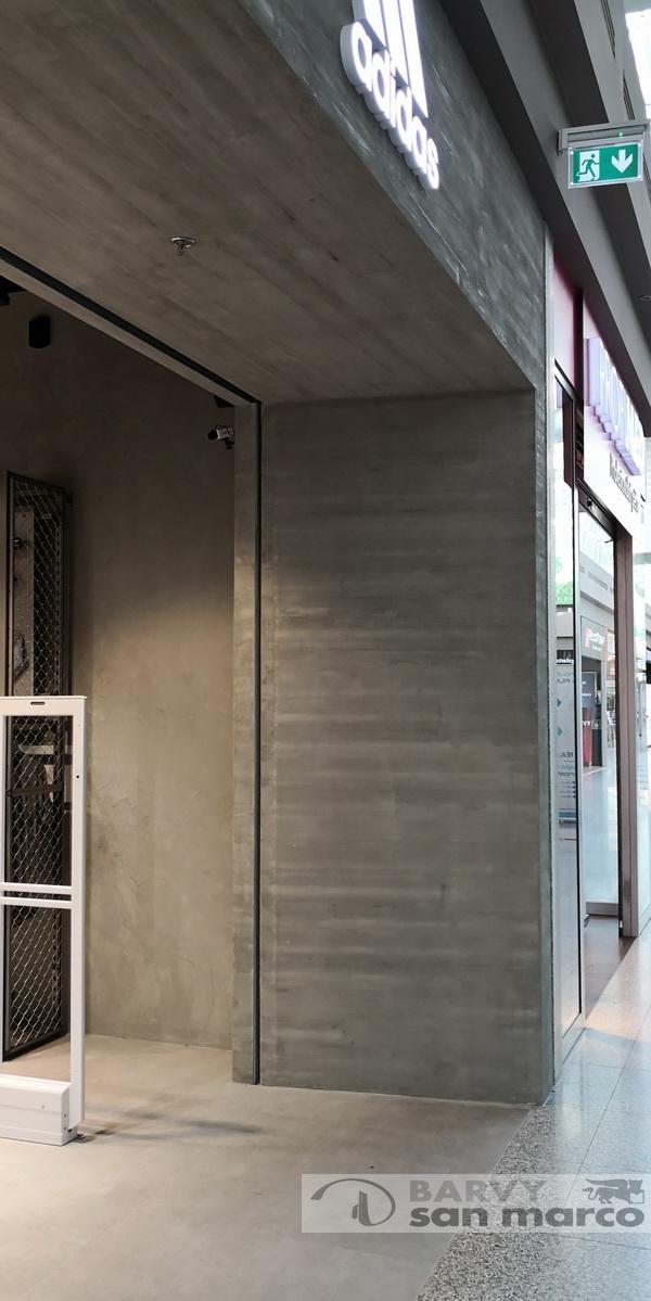 Betonové stěrky v komerčním prostoru - Betonová stěrka od Barvy San Marco