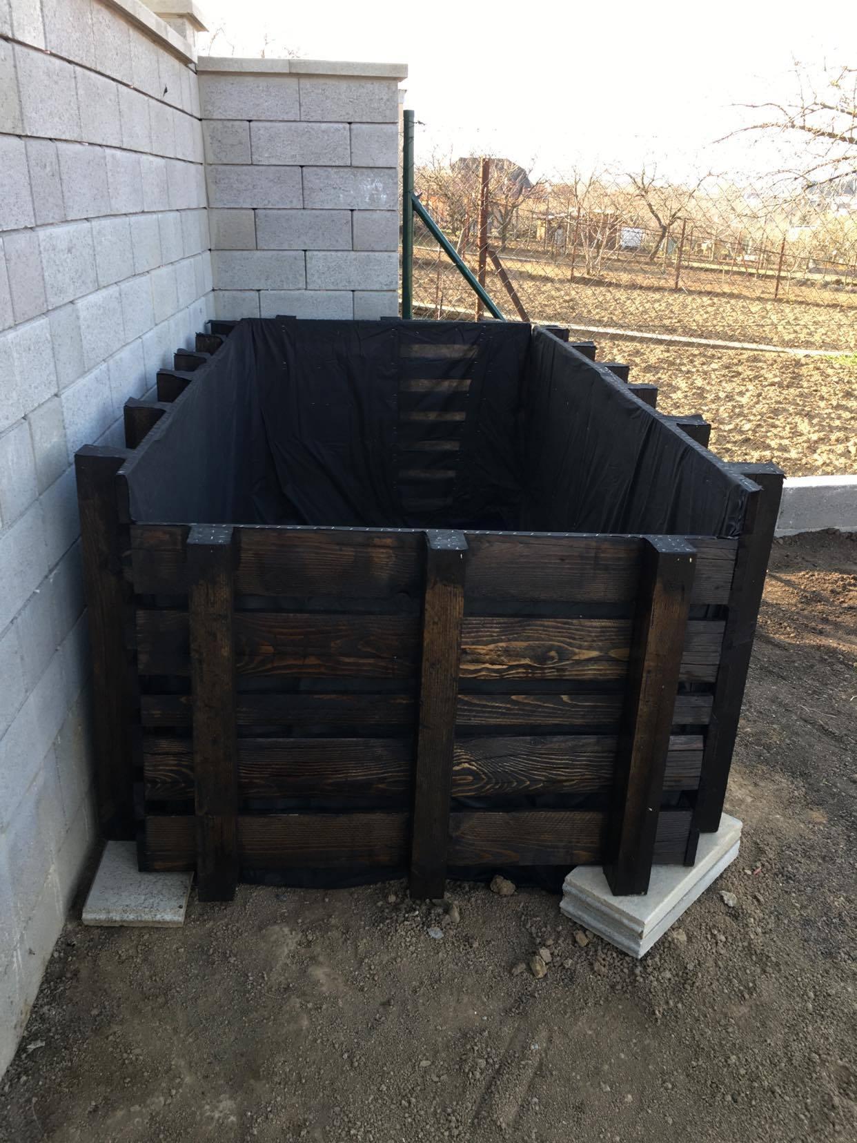 Exteriér - úžitková časť záhrady - ... no a kompostér nesmie chýbať :-)