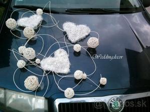 Výzdoba na svadobné autíčko