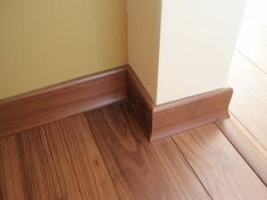 podlaha aj so soklami