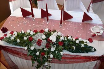 Na stôl novomanželov.