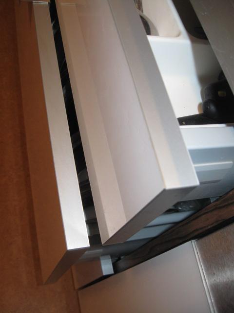 kuchynská dvířka se stříbrnou hranou - Obrázek č. 2