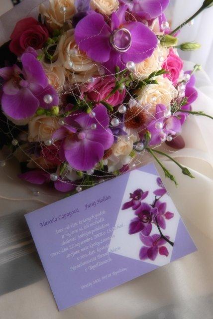 Marcela Cápayová{{_AND_}}Juraj Hollán - Farebné a orchideové ladenie celej svadby začalo už pri oznamku