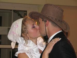 Už muž a žena v sladkom objatí...