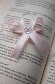 Svadobné pierko pre svedka jemná ružová pastelová,
