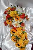 Svadobná ikebana z lúčnych kvetov,