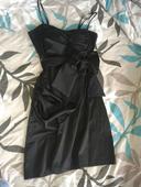 Elegantné kratučké šaty, 36