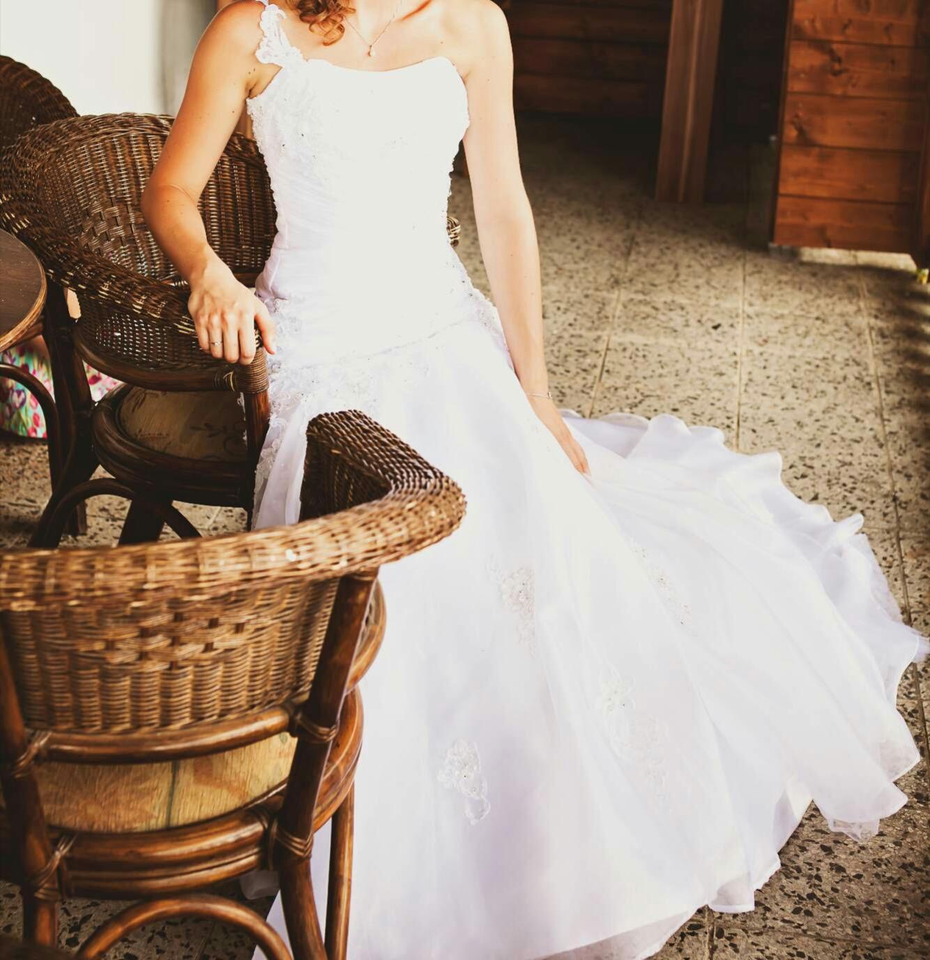 Krajkové šaty vel. 34 - 36 s dlouhou vlečkou - Obrázek č. 1