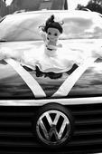 Svatební panenka na auto, cylindr a šperky,