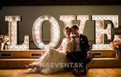 3D svietiace nápisy LOVE a MR&MRS,
