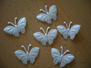 A s podvazkem a polštářkem přilétlo ještě 50 nádherných motýlků :-)