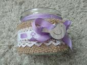 Provence, lila svícny, krajka, juta,