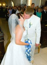 pvní manželský polibek