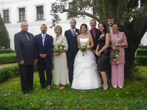 svědci, rodiče,a náš jediný sourozenec:-)