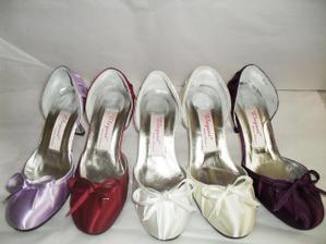 boty roub - kdyby byly ve stejné barvě jako stuha na šatech :-))