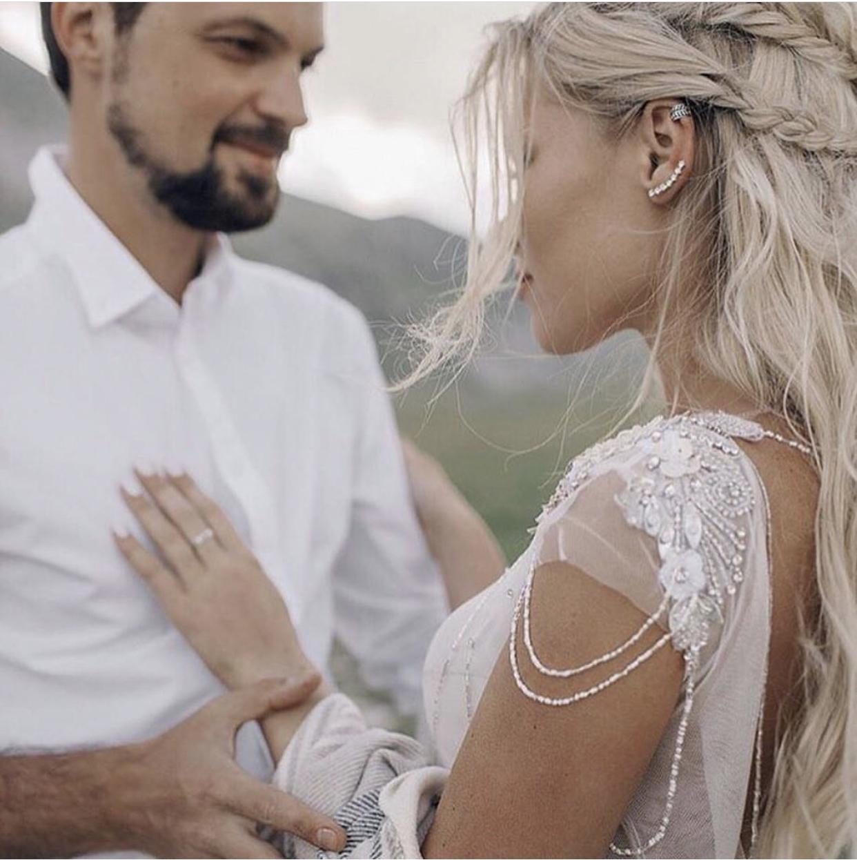 Svatební šaty IVANEL - naše svatební šaty IVANEL máme v barvě MILK i tmavším CAPPUCCINO odstínu ... více na https://www.salonhannazlin.cz