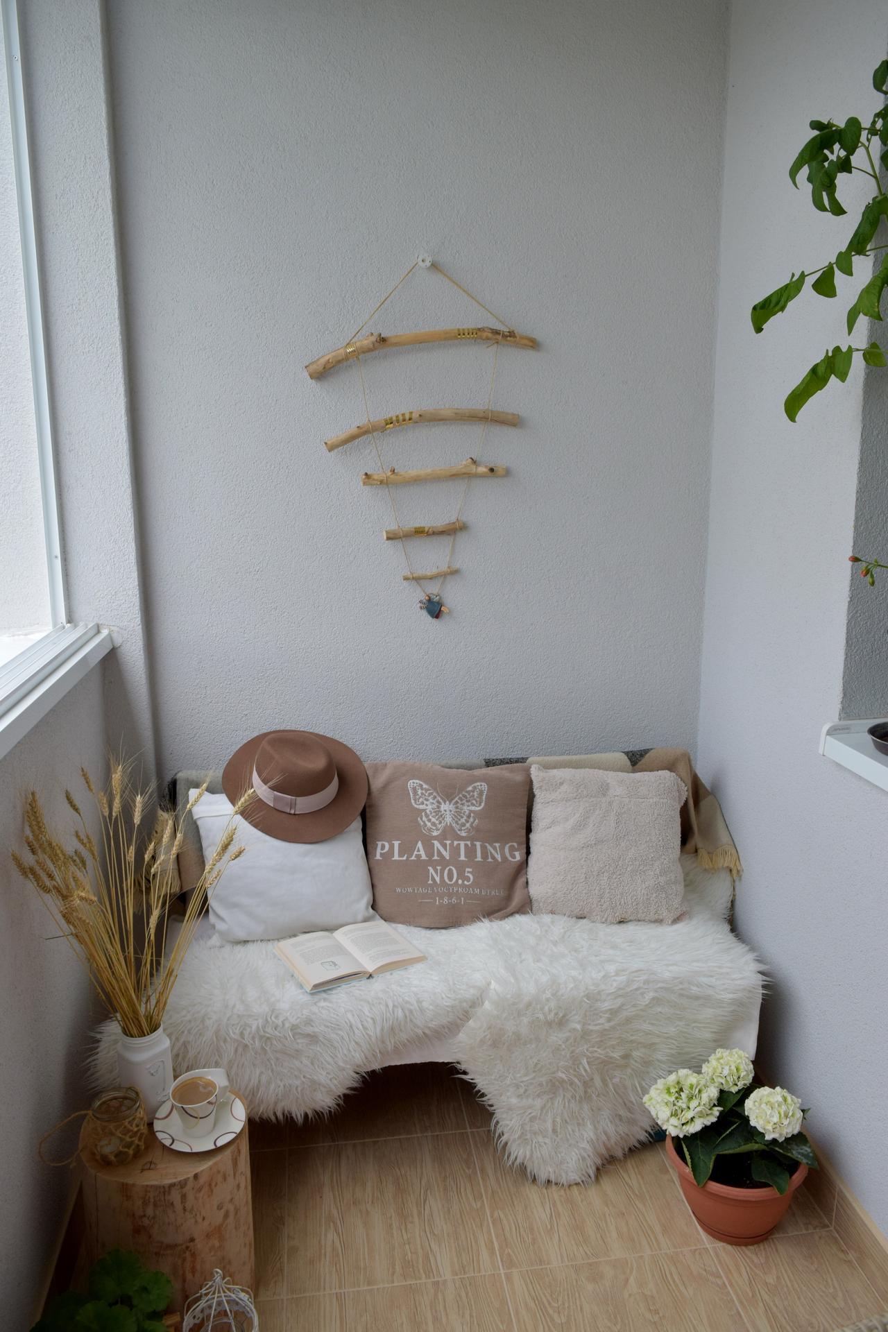 Leto na balkóne - Dekoráciu z dreva si vyrobíte sami doma.