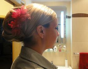 3. zkouška - zkoušela jsem jednoduchý účes - v předu jsou vlasy na pěšinu a hladké