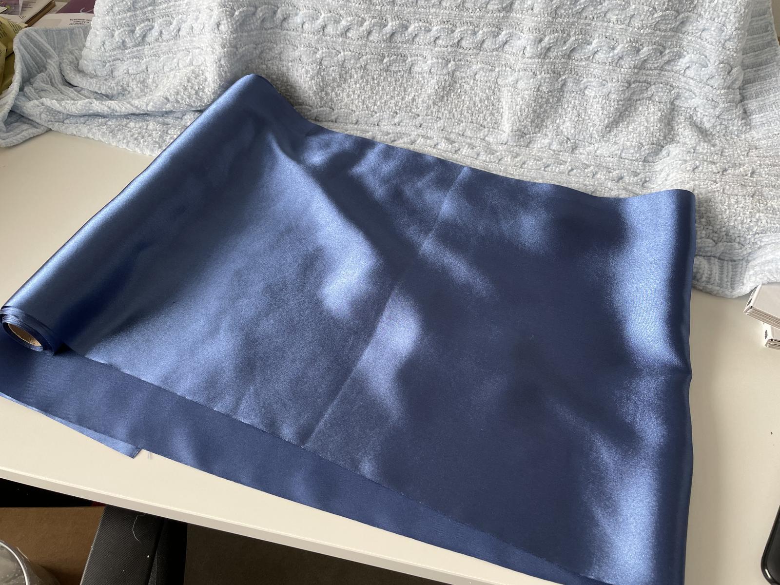 Tm. modrý satén - Obrázek č. 1