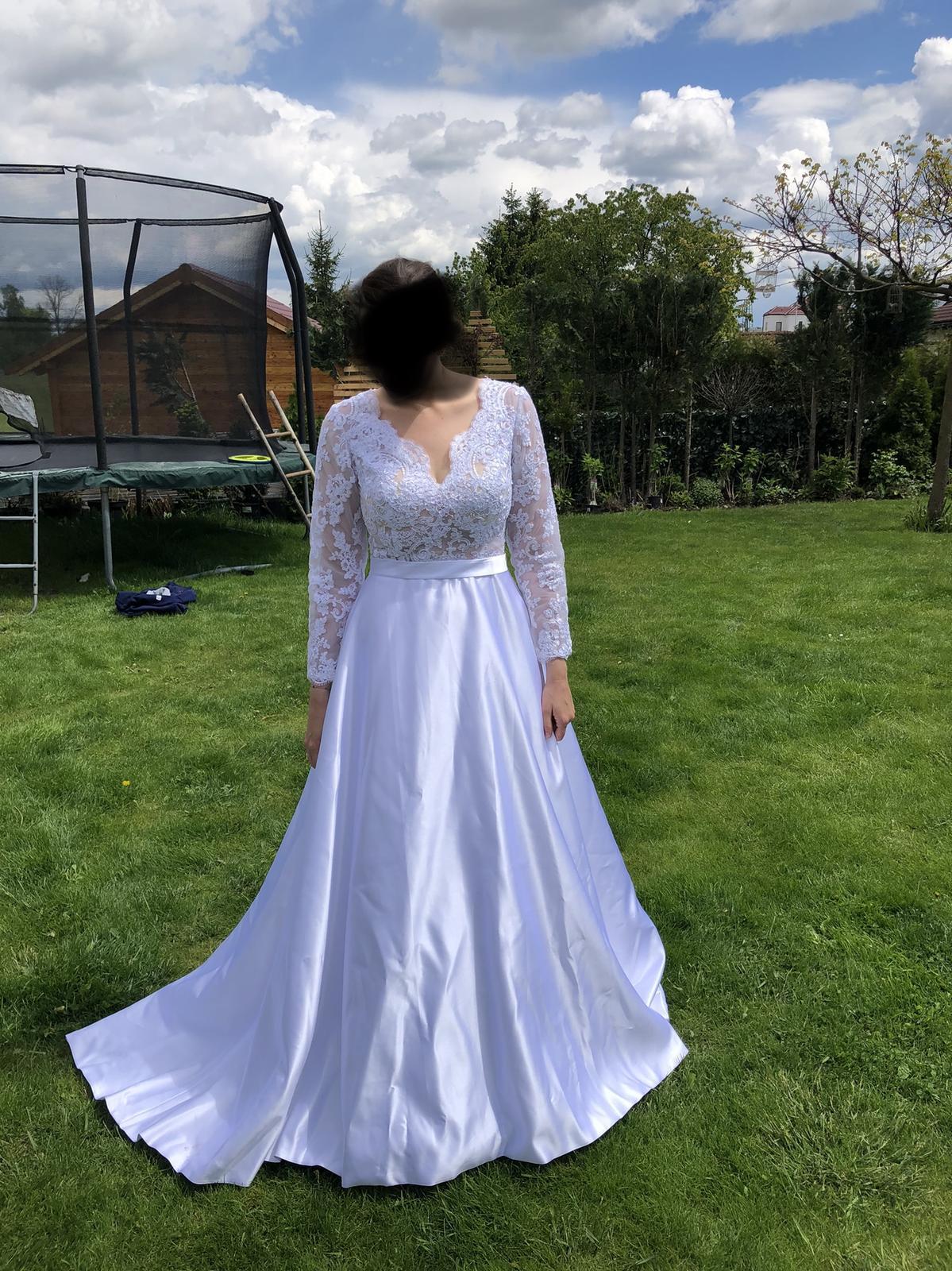 Krasne svatebni šaty se satenovou sukni s kapsami - Obrázek č. 4