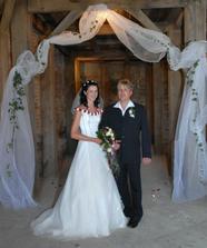 Novomanželé v kapli